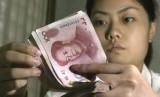 Pemerintah Cina mendevaluasi Yuan untuk meningkatkan kinerja perekonomian dalam negeri.
