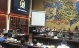 Pemerintah dan Badan Legislasi DPR RI menggelar pembahasan tiga undang-undang, yakni UU MD3, UU KPK dan UU PPP (Pembentukan Peraturan Perundang-undangan). Kamis (12/9) malam.