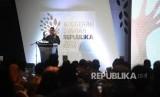 Pemimpin Redaksi Harian Republika Irfan Junaidi berikan sambutan dalam Anugerah Syariah Republika (ASR) 2017 di Jakarta, Rabu (6/12)malam.