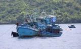 Pemusnahan barang bukti kapal perikanan pelaku Illegal Fishing di Sentra Kelautan dan Perikanan Terpadu, Selat Lampa, Kabupaten Natuna, Kepulauan Riau pada Sabtu (11/5).