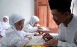 Pendidikan anak (ilustrasi)