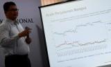 Peneliti Saiful Mujani Research and Consulting (SMRC) Sirajuddin Abbas menyampaikan rilis hasil survei dengan tema Kondisi Demokrasi Ekonomi Politik Nasional Pascaperistiwa 21-22 Mei : Sebuah Evaluasi Publik di Jakarta, Ahad (16/6/2019).