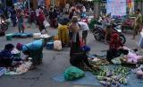 Penerapan lapak berjarak bagi para pedagang pasar