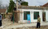 Pengerjaan Renovasi Madrasah Al Muslih, Desa Berdaya Ciparay, Jampang Kulon, Kota Sukabumi, kerja sama Rumah Zakat dan Kitabisa.com.
