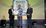 Penghargaan PMSEA 2019 diterima oleh Togu Pangihutan, General Manager Technical & Operation Jakarta Garden City.