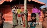 Pengungsi Rohingya di kamp pengungsi Balikhali yang disiapkan khusus untuk janda dan anak yatim, Cox's Bazaar, Bangladesh.