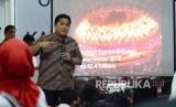 Pengusaha nasional Erick Thohir berdialog dengan kalangan milenial pada acara Obrolan Milenial Bersama Kang Erick Thohir, di Kota Bandung, Ahad (20/1).