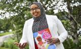 Muslimah AS Terbitkan Buku Anak tentang Hijab dan Keragaman. Penulis buku anak Hudda Ibrahim menunjukkan ilustrasi di bukunya What Color Is My Hijab di St. Cloud, Minnesota, AS, 30 Juni 2020. Buku tersebut menggambarkan karakter perempuan Muslim berjilbab dalam berbagai profesi.