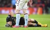 Penyerang Manchester City, Sergio Aguero (bawah)