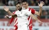 Penyerang Real Madrid Karim Benzema (kiri).