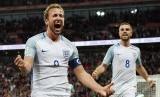 Penyerang timnas Inggris Harry Kane (kiri) merayakan golnya ke gawang Slovenia dalam laga kualifikasi Piala Dunia 2018 di Stadion Wembley, Juamt dini hari WIB.