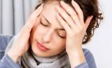 Perempuan migrain. Ilustrasi