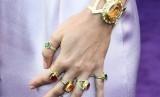 Perhiasan ala Thanos yang dikenakan Brie Larson saat pemutaran perdana Avengers: Endgame.