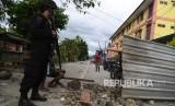 Personel Brimob berjaga di sekitar Asrama Mahasiswa Nayak Abepura di Kota Jayapura, Papua, Ahad (1/9/2019).