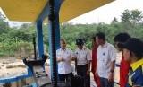 Perum Jasa Tirta (PJT) II Jatiluhur, menerjunkan tim gabungan untuk menginspeksi saluran irigasi. Salah satunya, saluran yang membentang ke Bendung Leuwi Nangka.