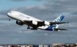 Pesawat Airbus. Pemerintah AS akan tetap memberlakukan bea masuk sebesar 15 persen untuk pesawat Airbus.
