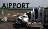 Pesawat di bandara  (ilustrasi)