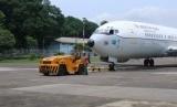 Pesawat jenis Boeing 737 yang akan dipakai untuk mengevakuasi WNI di Wuhan, Cina disiagakan di Skadron Udara 17,  Bandara Lanud Halim Perdana Kusuma, Jakarta, Kamis (30/1).