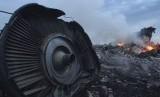 Pesawat Malaysia Airlines MH17 ditembak jatuh di wilayah udara Ukraina Timur, Juli tahun lalu.