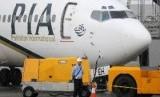 Ratusan jamaah umroh di Pakistan diturunkan dari pesawat akibat khawatir Corona. Ilustrasi.