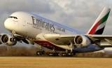 Pesawat milik Maskapai Emirates Airlines. Emirates menangguhkan perjalanan umroh ke Arab Saudi terkait virus corona.