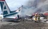 Pesawat Rusia yang terbakar di Kota Nizhneangarsk, Buryatia, Siberia.