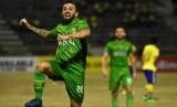 Pesepak bola Bhayangkara FC Paulo Sergio meluapkan kegembiraan usai mencetak gol ke gawang Persegres Gresik United dalam lanjutan Liga Gojek Traveloka Liga 1 di Stadion Petrokimia Gresik Jawa Timur, Sabtu (26/8).