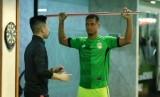 pesepakbola asal Brasil yang merupakan pemain terbaik Liga 1 Indonesia musim kompetisi 2019, Renan da Silva saat melakukan Pre Competition Medical Assesment di SPPOI-Eminence.