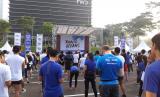 Peserta Adidas Run for the Oceans di SCBD Jakarta, Ahad (16/6).