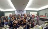 "Peserta berfoto bersama saat pelatihan dan seminar bertajuk ""Be Creative Be Competitive"" yang digelar JNE di Kota Bandung."