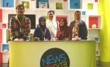 Peserta pertukaran pemuda Indonesia di studio salah satu program ABC TV.