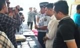 Petugas Lapas Kelas I A Banceuy dan petugas BNN Kota Bandung saat rilis upaya penyelundupan sabu dan ekstasi ke Lapas.