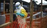 Petugas medis ebola bekerja di pusat kesehatan di Beni, Kongo bagian Timur.