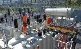 Petugas PLN sedang melakukan Pengujian trafo Gardu Induk (GI) Parigi dengan daya 60 MVA untuk guna memastikan kesiapan GI tersebut dalam memasok energi listrik ke jaringan.