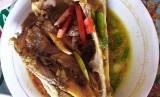Pindang gombyang olahan kepala ikan manyung yang menjadi kuliner khas Indramayu.