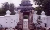 Pintu masuk makam Sunan Bonang di Tuban, Jawa Timur.
