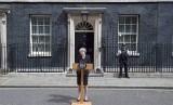 PM Inggris Theresa May berpidato terkait insiden van teror di Jembatan London di depan kediamannya di Downing Street, Ahad (4/6).
