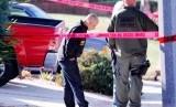 Polisi memasang police line di area Borderline Bar and Grill di Kalifornia.