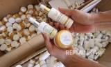 Badan Pengawas Obat dan Makanan (BPOM) Jawa Barat, menggerebek sebuah gudang kosmetik ilegal yang berada di Desa Ciledug Tengah, Kabupaten Cirebon. Foto kosmetik ilegal, (ilustrasi).