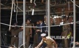 Polisi Sri Lanka menyelidiki tempat kejadian setelah ledakan melanda Hotel Shangri-La di Kolombo, Sri Lanka,