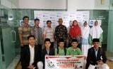 Ponpes Al Mutazam memberikan bantuan untuk Rohingya melalui PKPU Human Initiative.