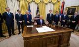 Presiden Amerika Serikat Donald Trump mengumumkan perjanjian damai antara Uni Emirat Arab dan Israel