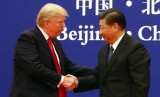 Presiden AS Donald Trump dan Presiden Cina Xi Jinping di Great Hall of the People di Beijing, Cina, Kamis (9/11).