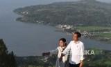 Pemandangan Danau Toba dilihat dari Sipinsur Geosite di Kabupaten Humbang Hasundutan (Humbahas), Sumatra Utara. Akademisi menilai branding Danau Toba selama ini belum tepat untuk jaring wisatawan premium.