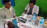 Program siaga sehat Mobil Klinik Wuling Motor dan Rumah Zakat untuk yang keempat kalinya kembali dilaksanakan di Kampung Cibeureum, RT 07 RW 05, Desa Sukawening Kecamatan Dramaga, Kabupaten Bogor, Kamis (27/2).