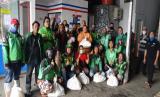 PT  Jasa Titipan Ekspres (JTE) membagikan sembako kepada karyawan dan  warga di Kemayoran, Jakarta Pusat.