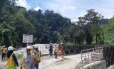 PT NSHE sedang meninjau site pembangunan PLTA Batang Toru, Sitandiang, Tapsel, Kamis (2/5).