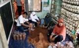 PT Pertamina (Persero) Refinery Unit VI Balongan melalui program Corporate Social Responsibility (CSR) terus berkomitmen dalam membantu meningkatkan kesejahteraan masyarakat yang berada di sekitar kilang. Salah satu program yang dijalankan adalah pemberdayaan masyarakat melalui program budidaya jamur tiram.