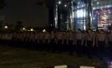 Puluhan anggota Brimob berjaga di gedung KPK, sejak Rabu (15/11) sore.