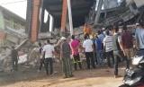 Puluhan bangunan runtuh akibat gempa 6,4 SR di Ule Glee, Pidie Jaya di provinsi utara Aceh, Rabu (7 /12).